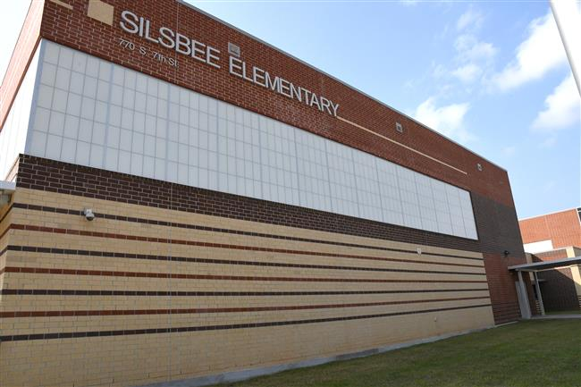 Photo of Silsbee Elementary front.